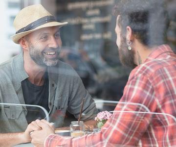 Consejos de citas para hombres gays: Cosas que debe evitar hacer en la primera cita