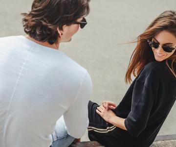 El coqueteo del lenguaje corporal femenino - ¿Qué significa todo esto?