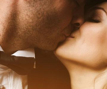 Los beneficios sorprendentes de los abrazos y besos