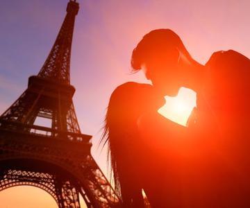 Cómo besar a una chica con lengua: Consejos para el beso francés