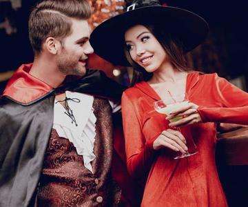 Cómo coquetear en Halloween: Consejos de seducción para una noche de miedo!