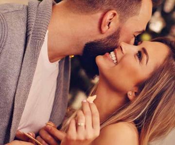 Cómo felicitar a una mujer