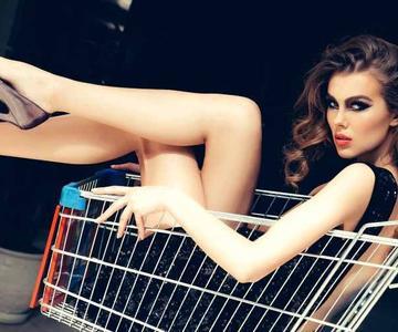 Cómo sobrevivir el Viernes Negro si su novia es una adicta a las compras