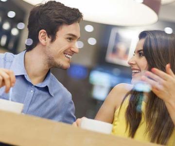 Preguntas para hacerle a un hombre: Consejos de coqueteo que funcionan