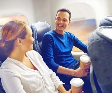 Cómo coquetear en un avión - Hazlo bien al instante