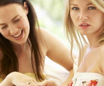 ¿Su mejor amigo está celoso de su relación? Esto es lo que debe saber