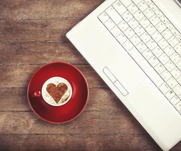 Dlaczego warto spróbować randkowania online?