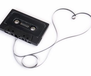 Si la música es el alimento del amor: crear una cinta de mezcla moderna para tu amante loco por la música